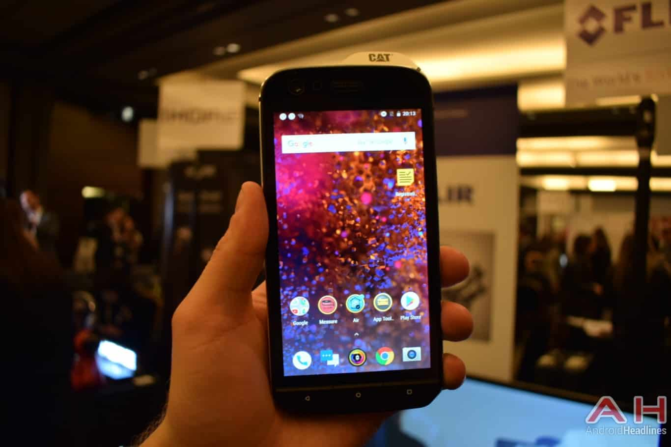 AH CAT S61 MWC 2018 hands on 1