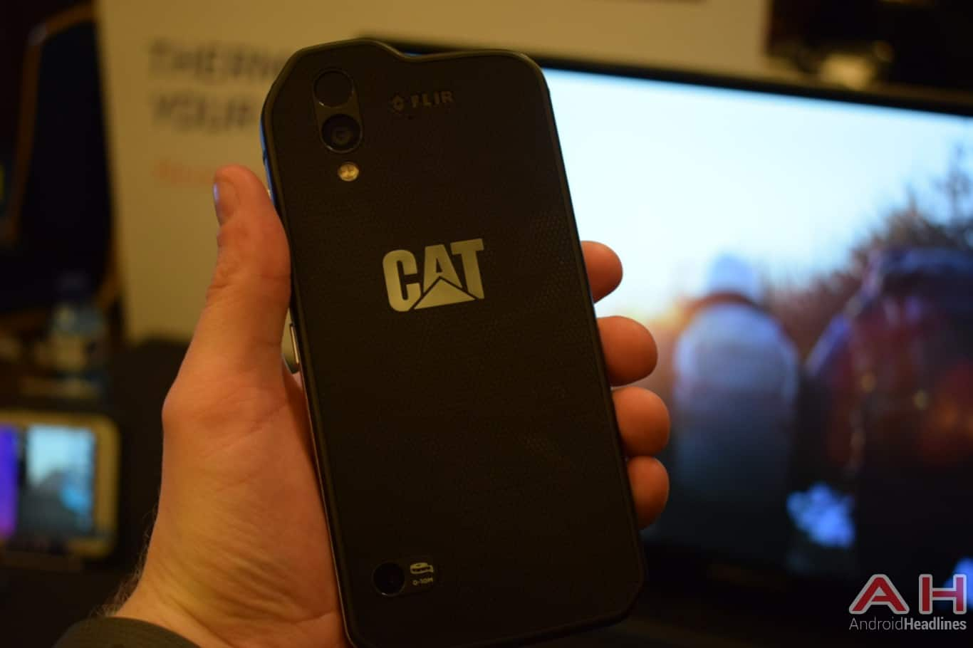 AH CAT S61 MWC 2018 hands on 3