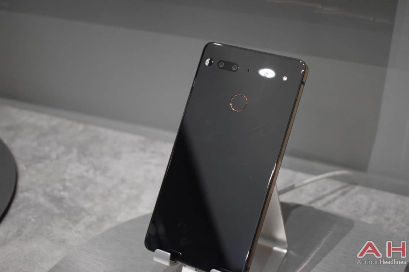 AH Essential PH 1 hands on MWC 2018 1