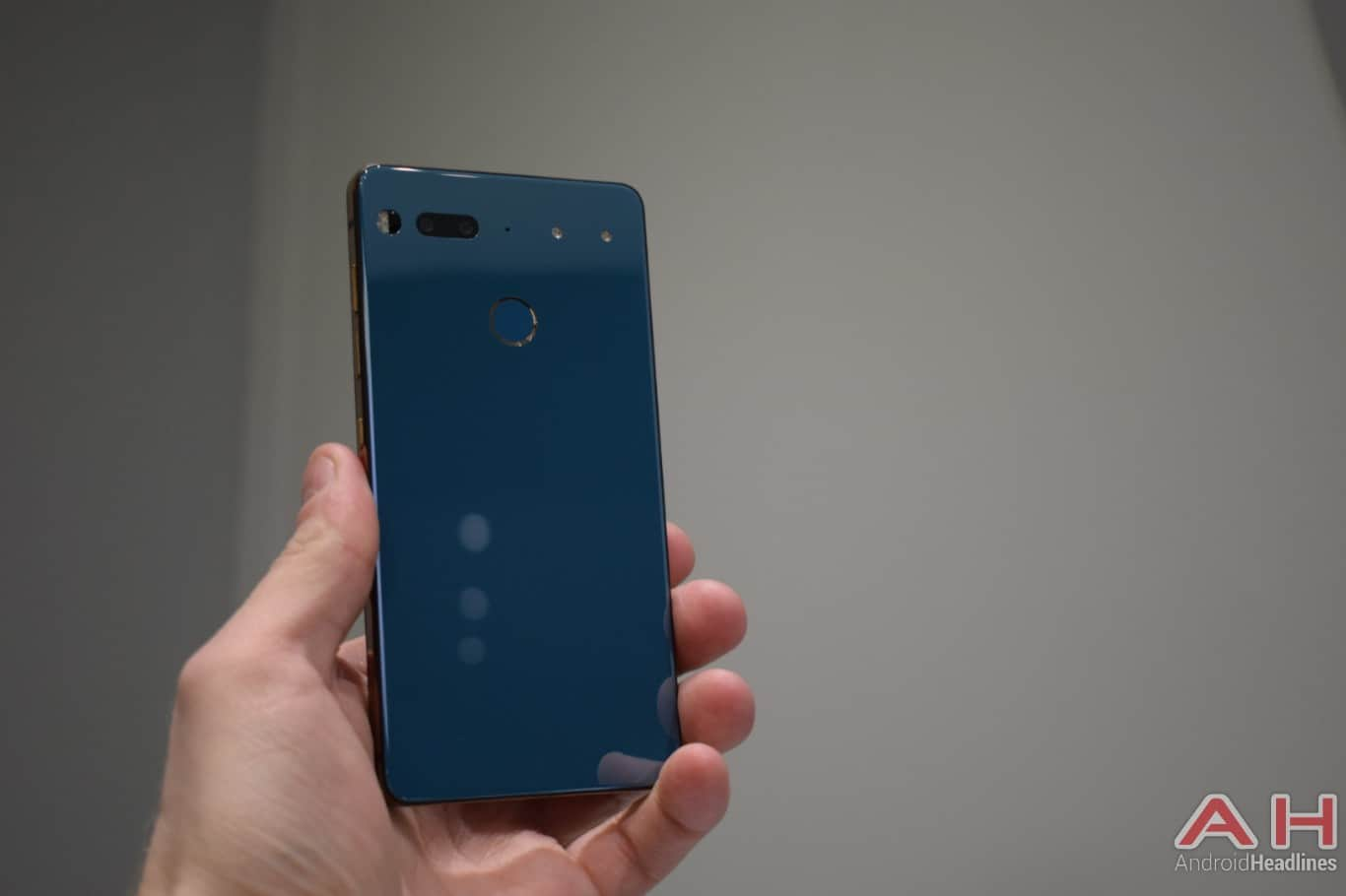 AH Essential PH 1 hands on MWC 2018 11