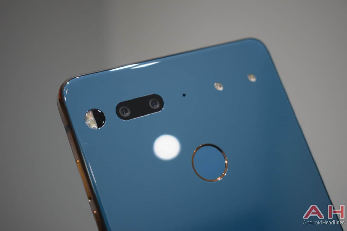 AH Essential PH 1 hands on MWC 2018 12
