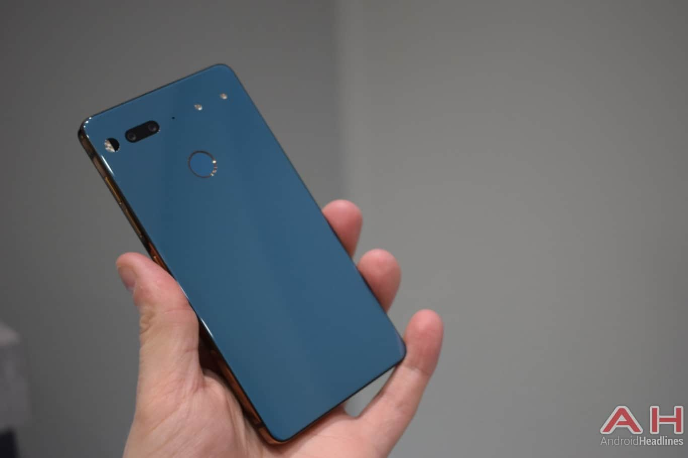 AH Essential PH 1 hands on MWC 2018 15