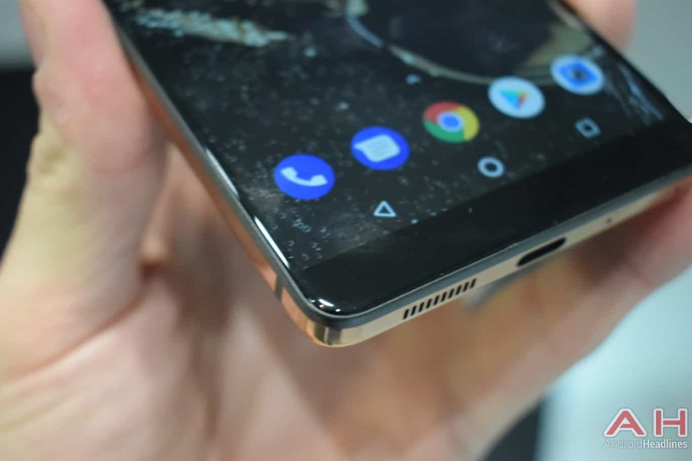 AH Essential PH 1 hands on MWC 2018 17