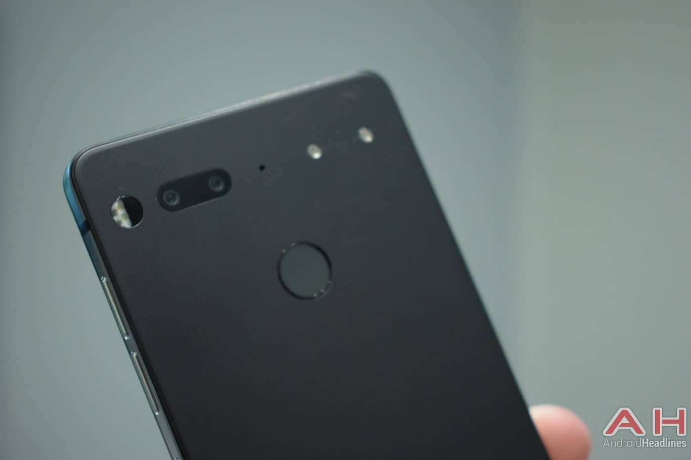 AH Essential PH 1 hands on MWC 2018 18