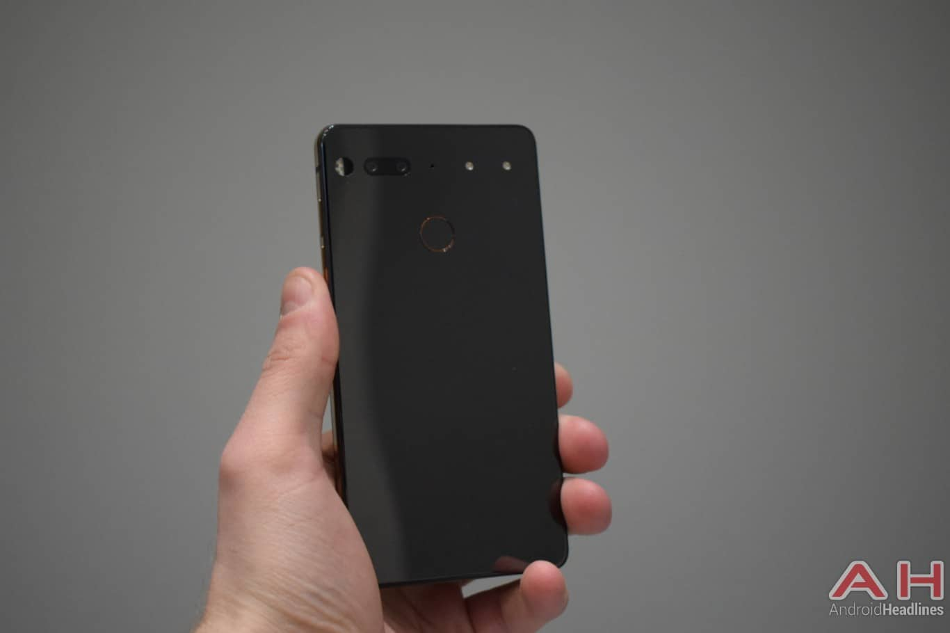 AH Essential PH 1 hands on MWC 2018 2
