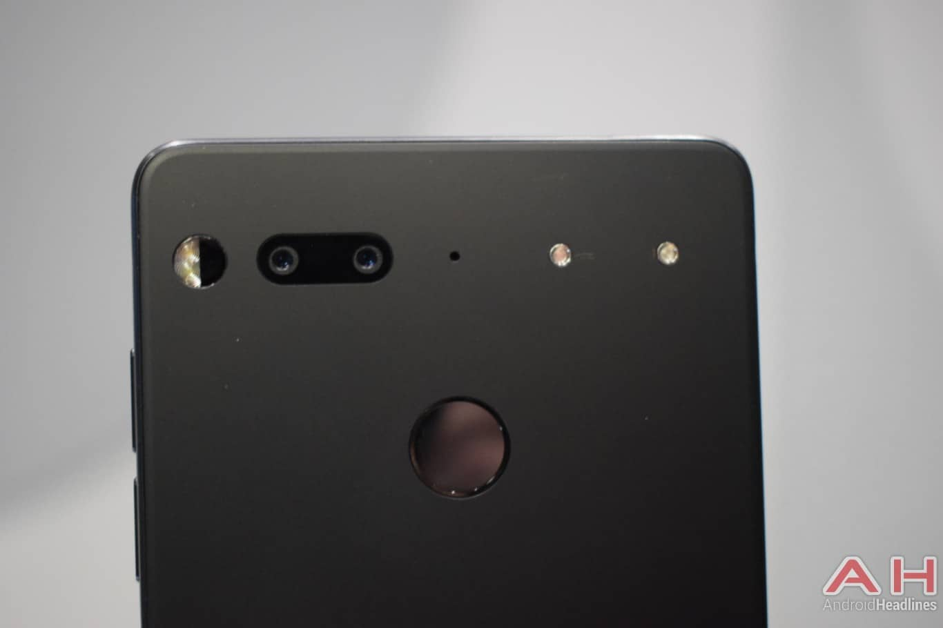 AH Essential PH 1 hands on MWC 2018 24