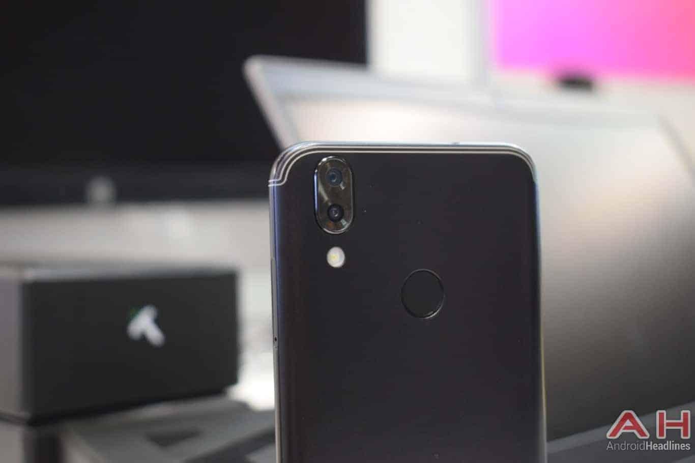 AH SIKURPhone image 18