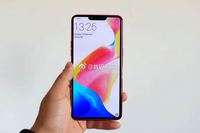 OnePlus 6 Leaked Image in hand