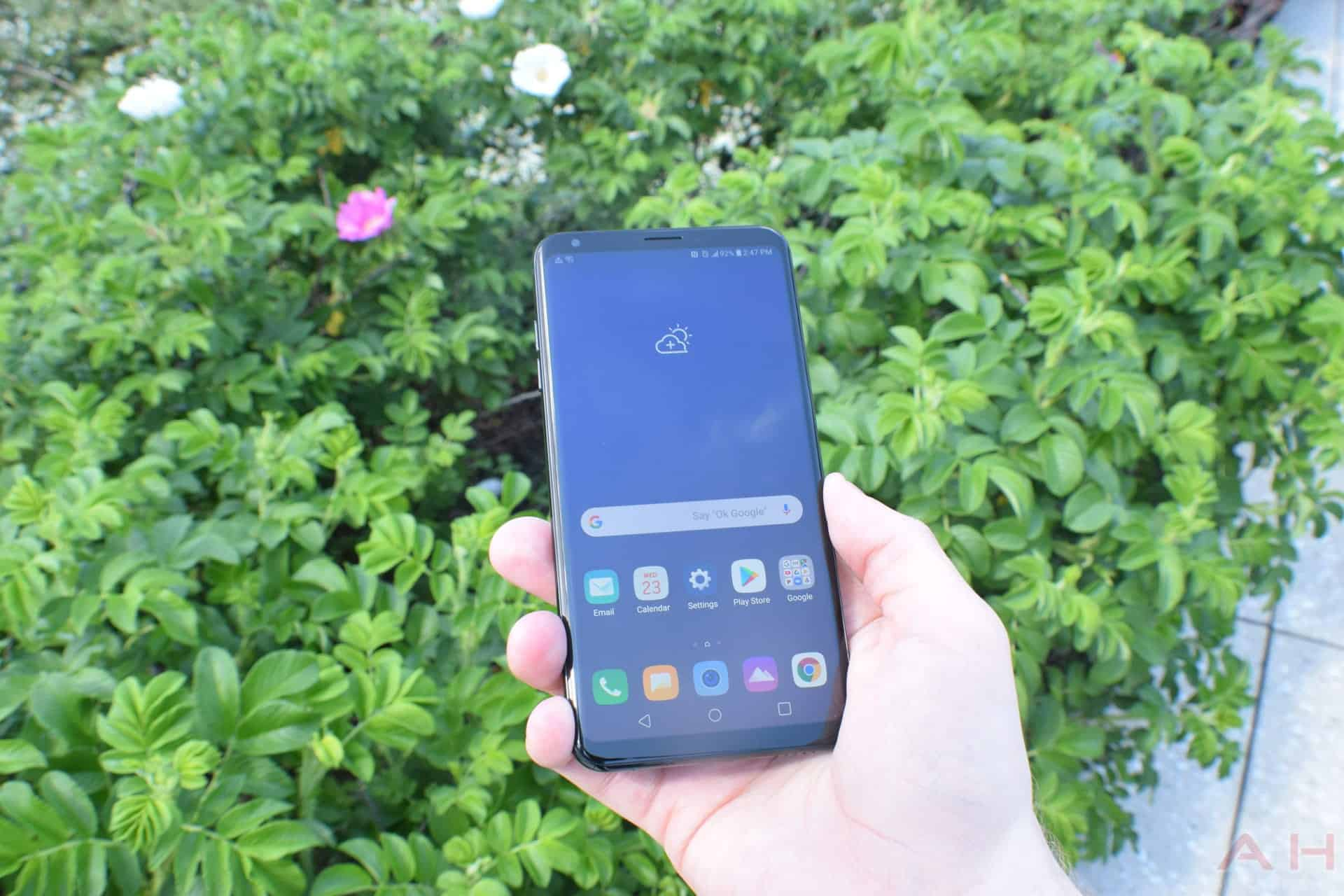 LG V35 ThinQ hands-on: Modern brains but last year's looks