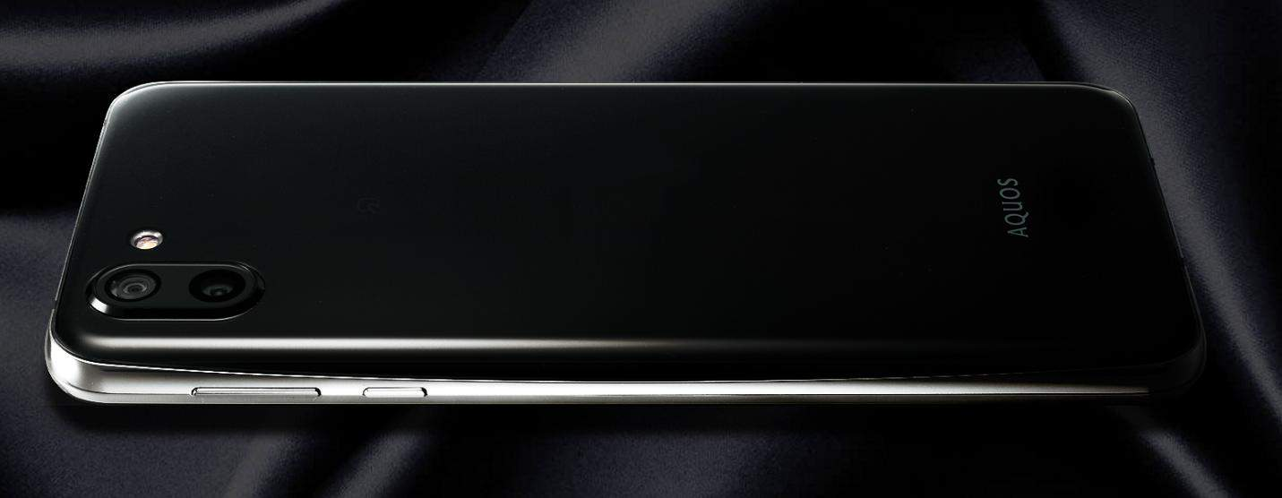 Sharp AQUOS R2 official image 2