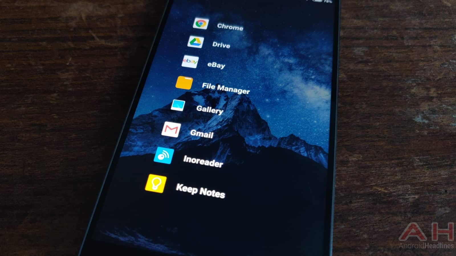 'Lunar Launcher' Is A Brand New, Extremely Simplistic Launcher