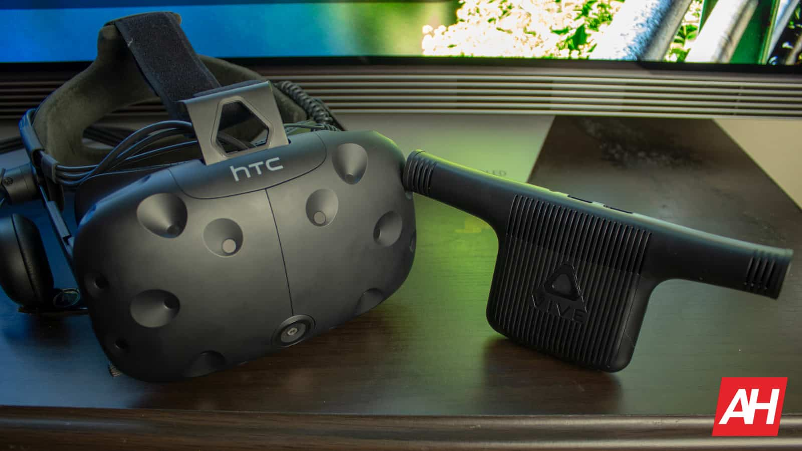 AH New Logo HTC Vive VR Wireless 2018 01
