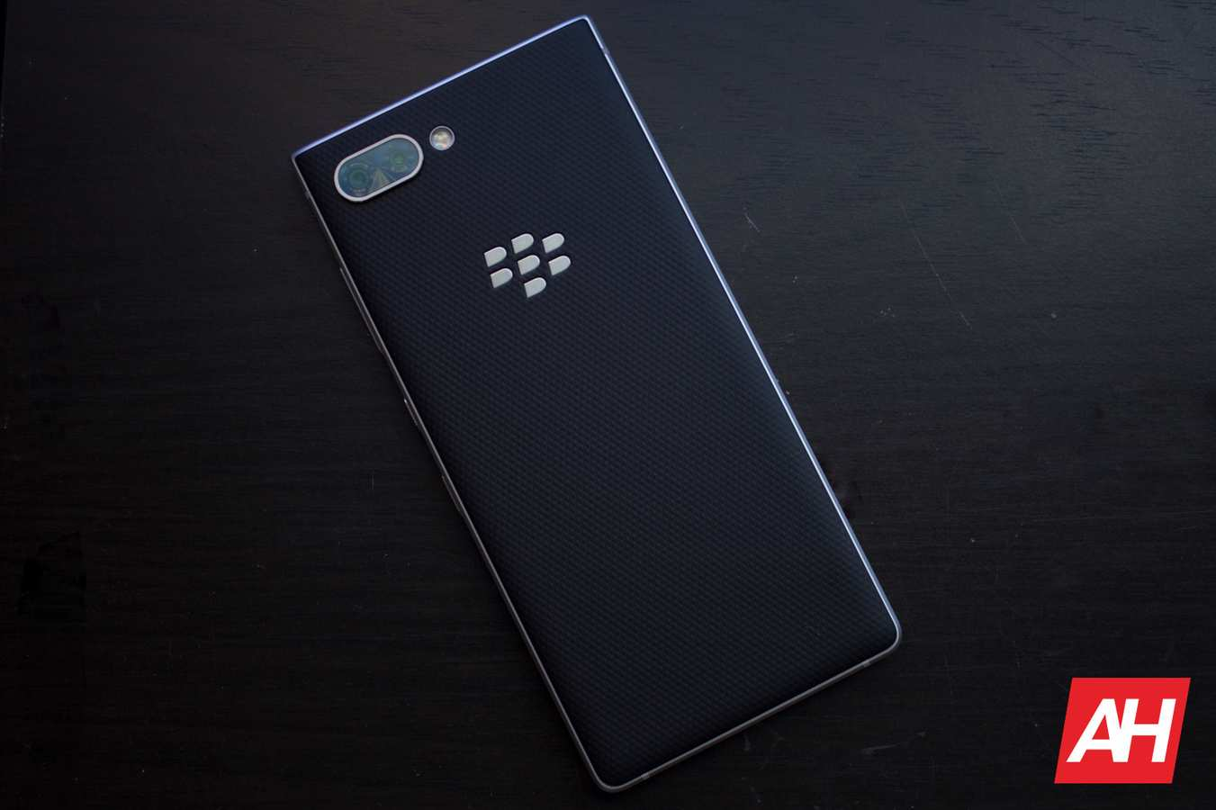 AH 2019 BlackBerry Key2 11