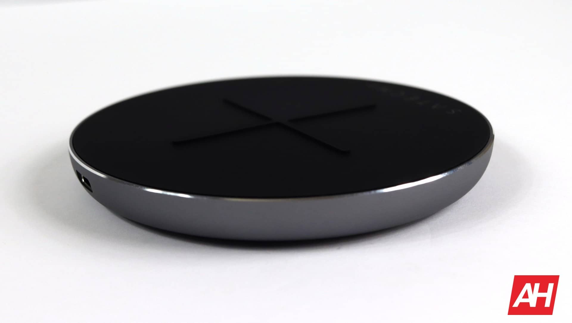 Satechi Wireless Charger V2 Review 03 AH