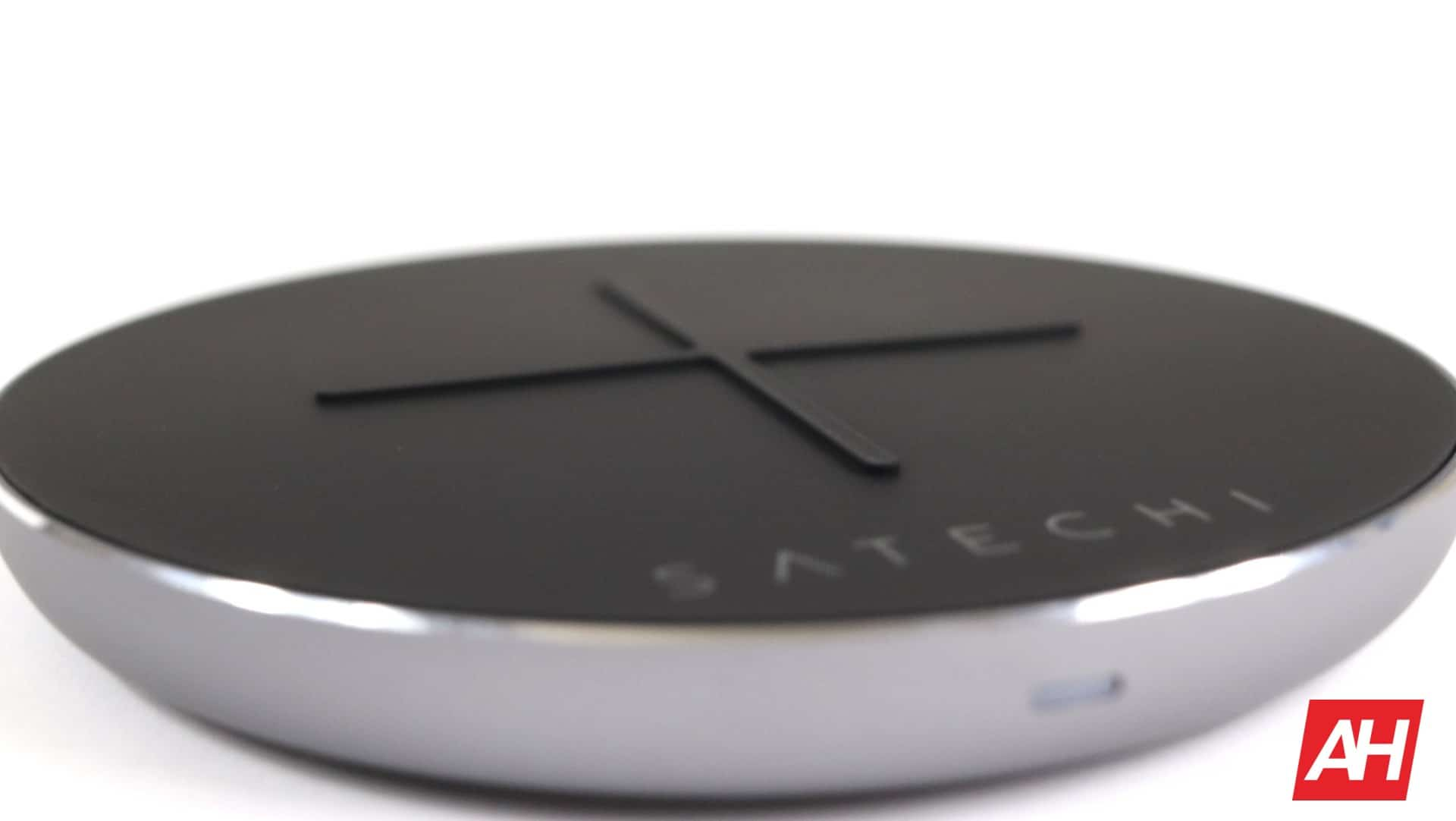 Satechi Wireless Charger V2 Review 06 AH