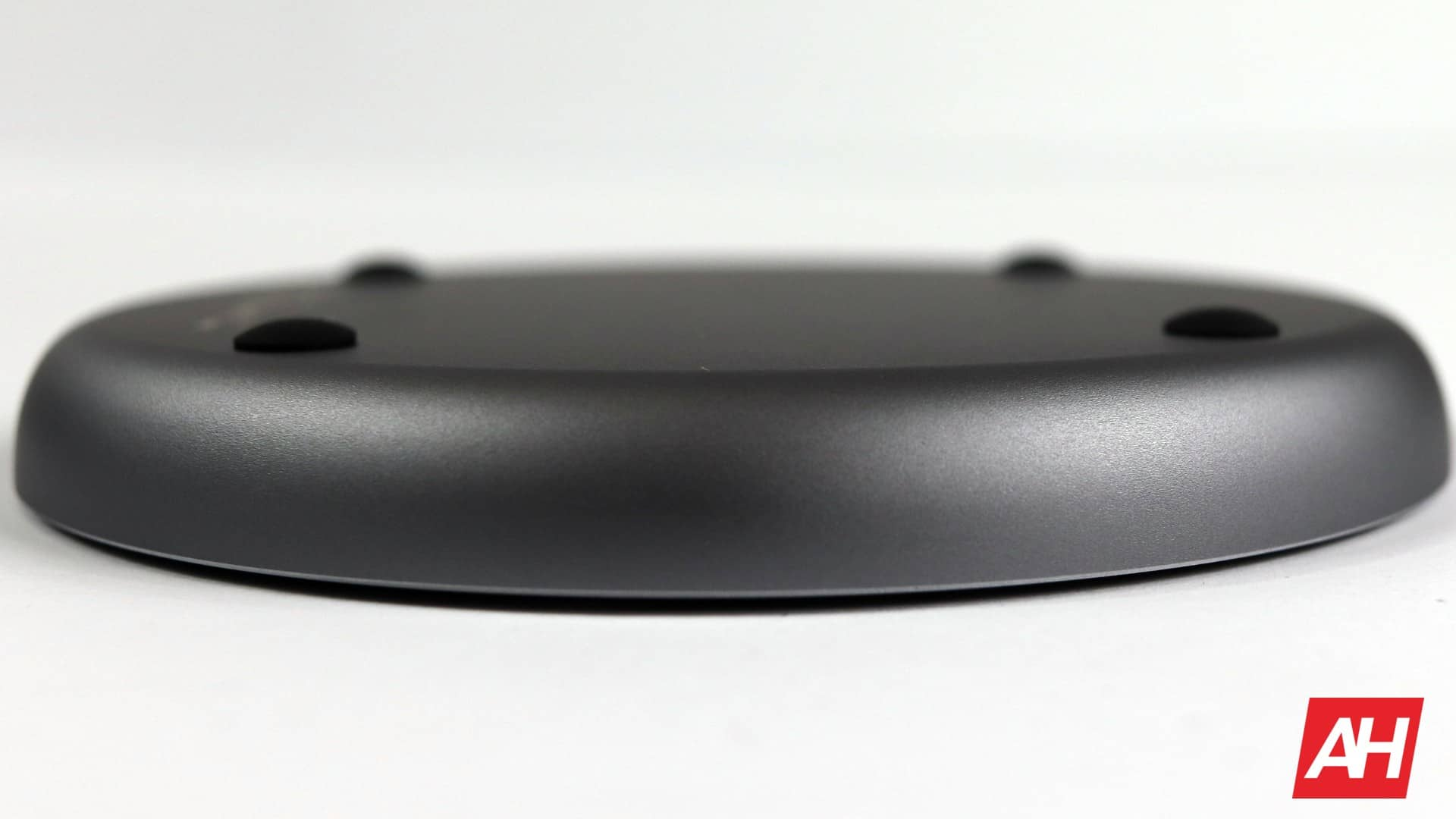 Satechi Wireless Charger V2 Review 08 AH