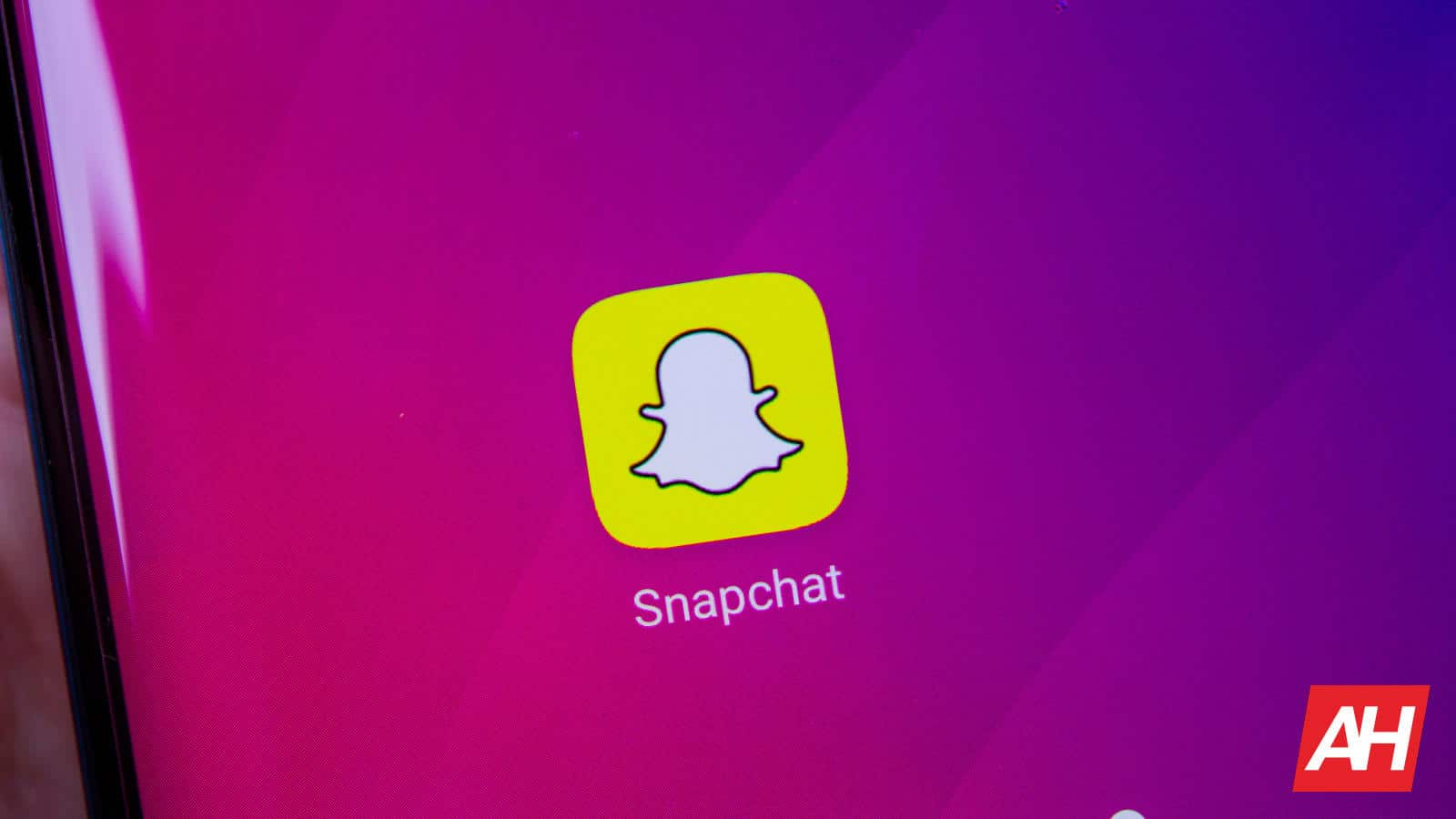 Here's How You Can Get Dark Mode On Snapchat Ahead Of Time