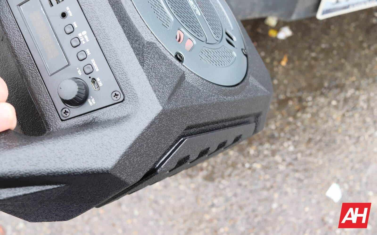 iLive Wireless Tailgate Speaker HARDWARE AH 2019 GLLRY 03