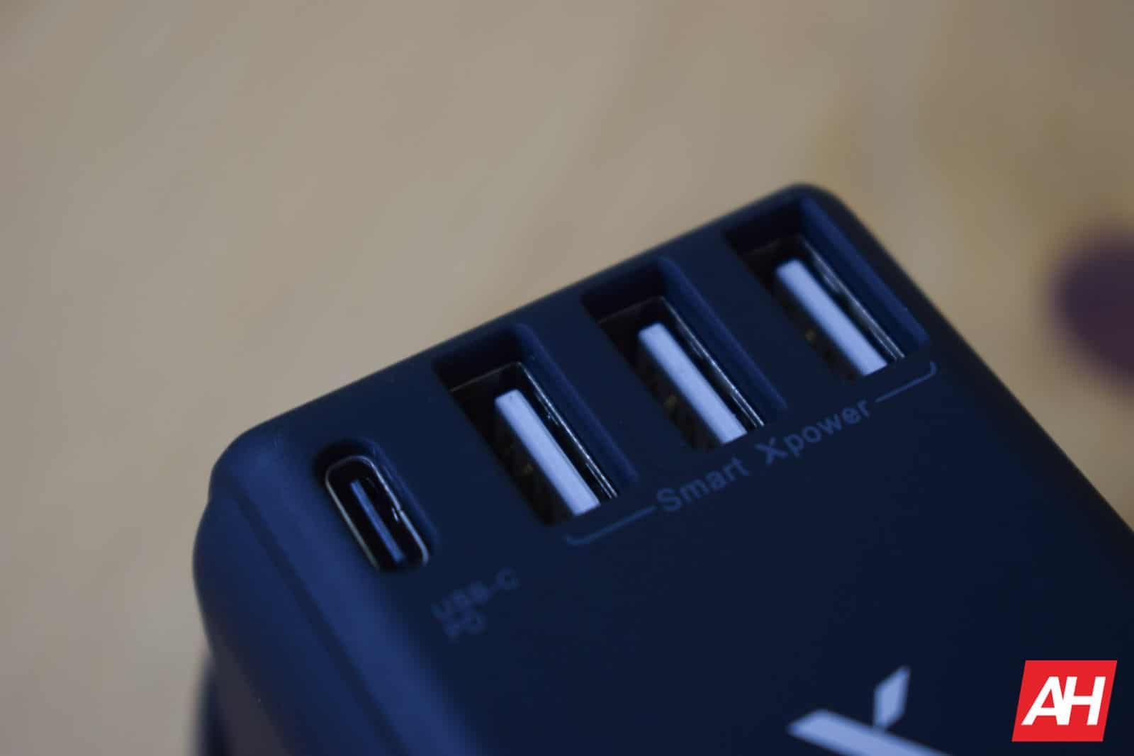 Xcentz Universal Travel Adapter AM AH 7