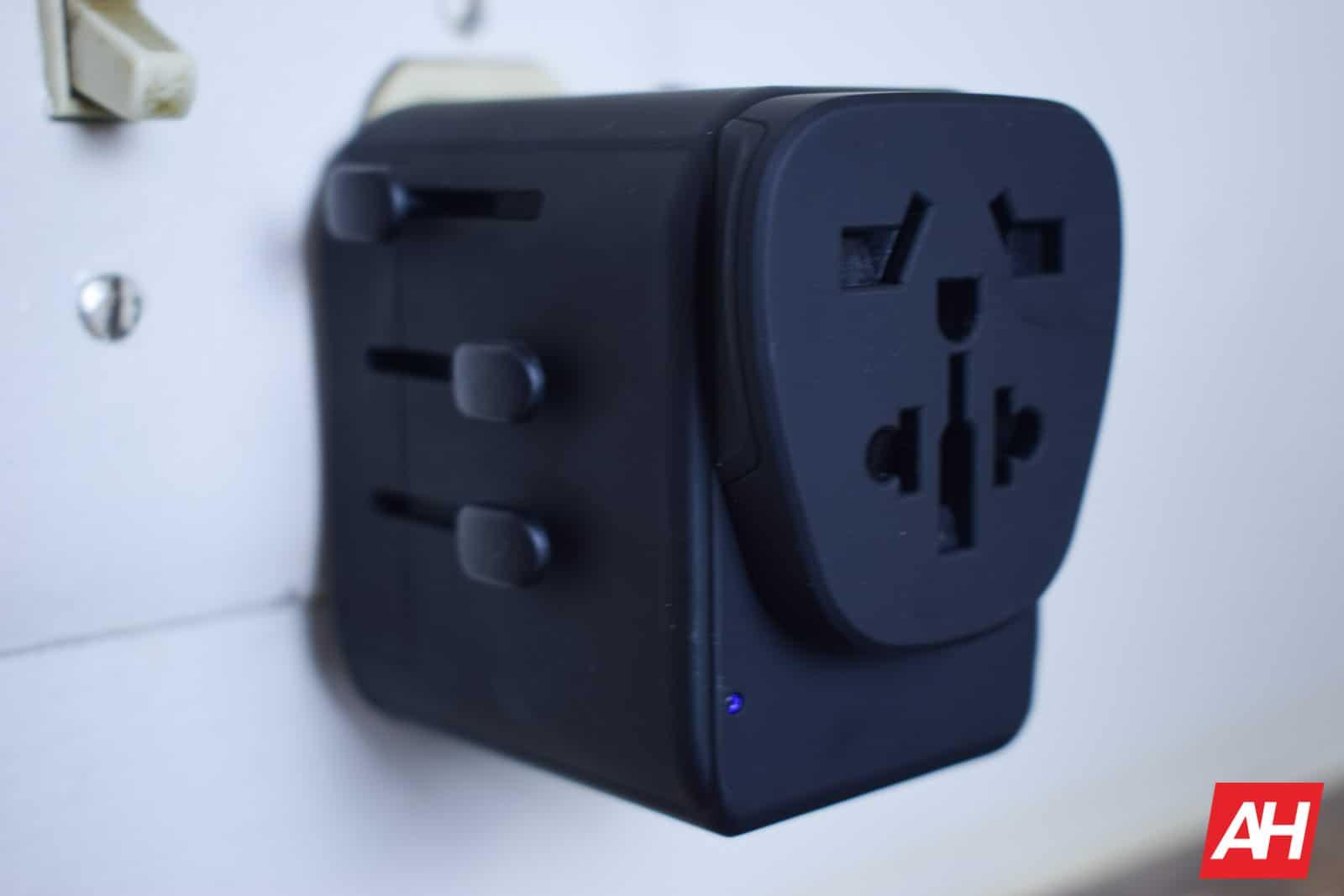 Xcentz Universal Travel Adapter AM AH 9