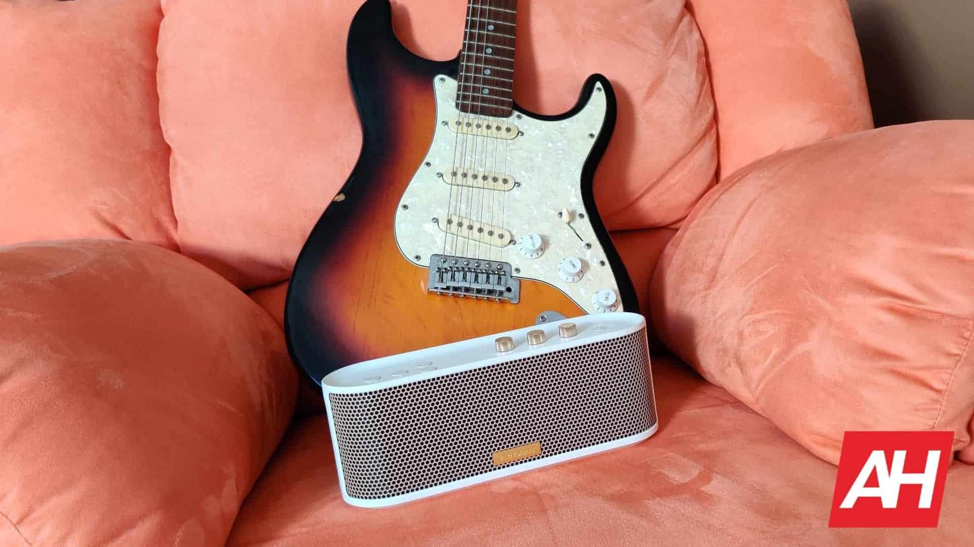 Roland BTM 1 Bluetooh speaker 26