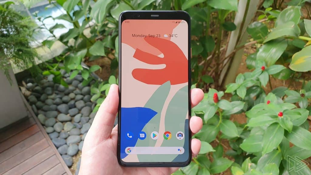 Google Pixel 4 XL Clearly White hands on leak Nextrift image 1