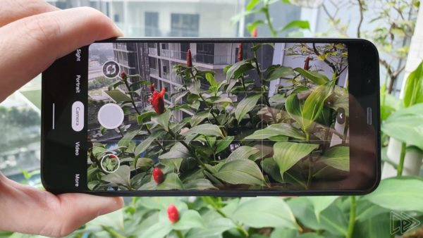 Google Pixel 4 XL Clearly White hands on leak Nextrift image 13
