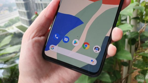 Google Pixel 4 XL Clearly White hands on leak Nextrift image 3