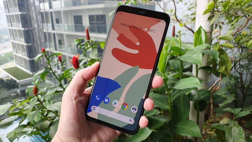 Google Pixel 4 XL Clearly White hands on leak Nextrift image 9
