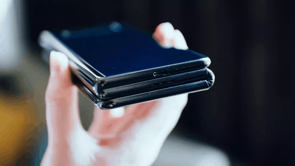 TCL prototype foldable smartphone image 4