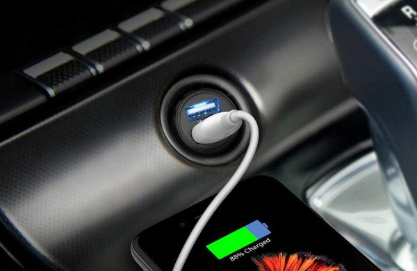 RAVPower Mini Dual USB Car Charger lifestyle image 2