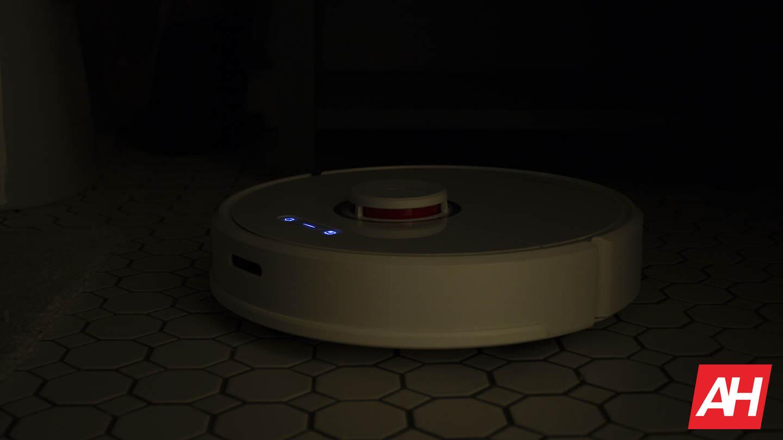 Roborock S6 vacuuming in the dark