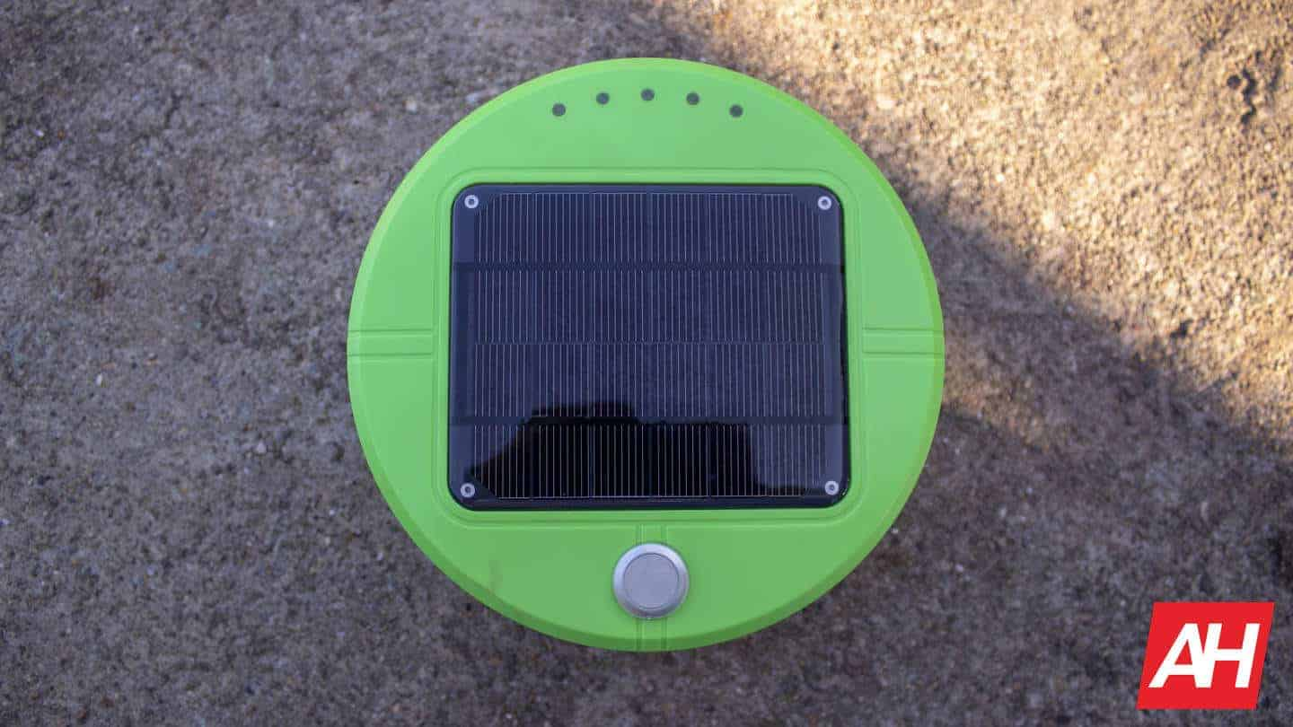 Tertill top with solar panel