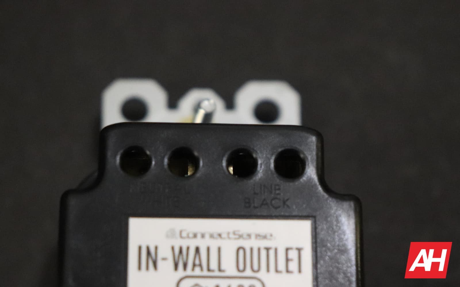 ConnectSense In Wall Outlet Review 02 5 Hardware