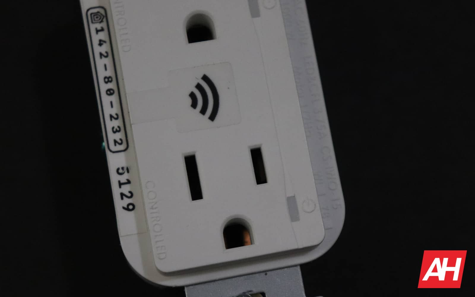 ConnectSense In Wall Outlet Review 02 8 Hardware
