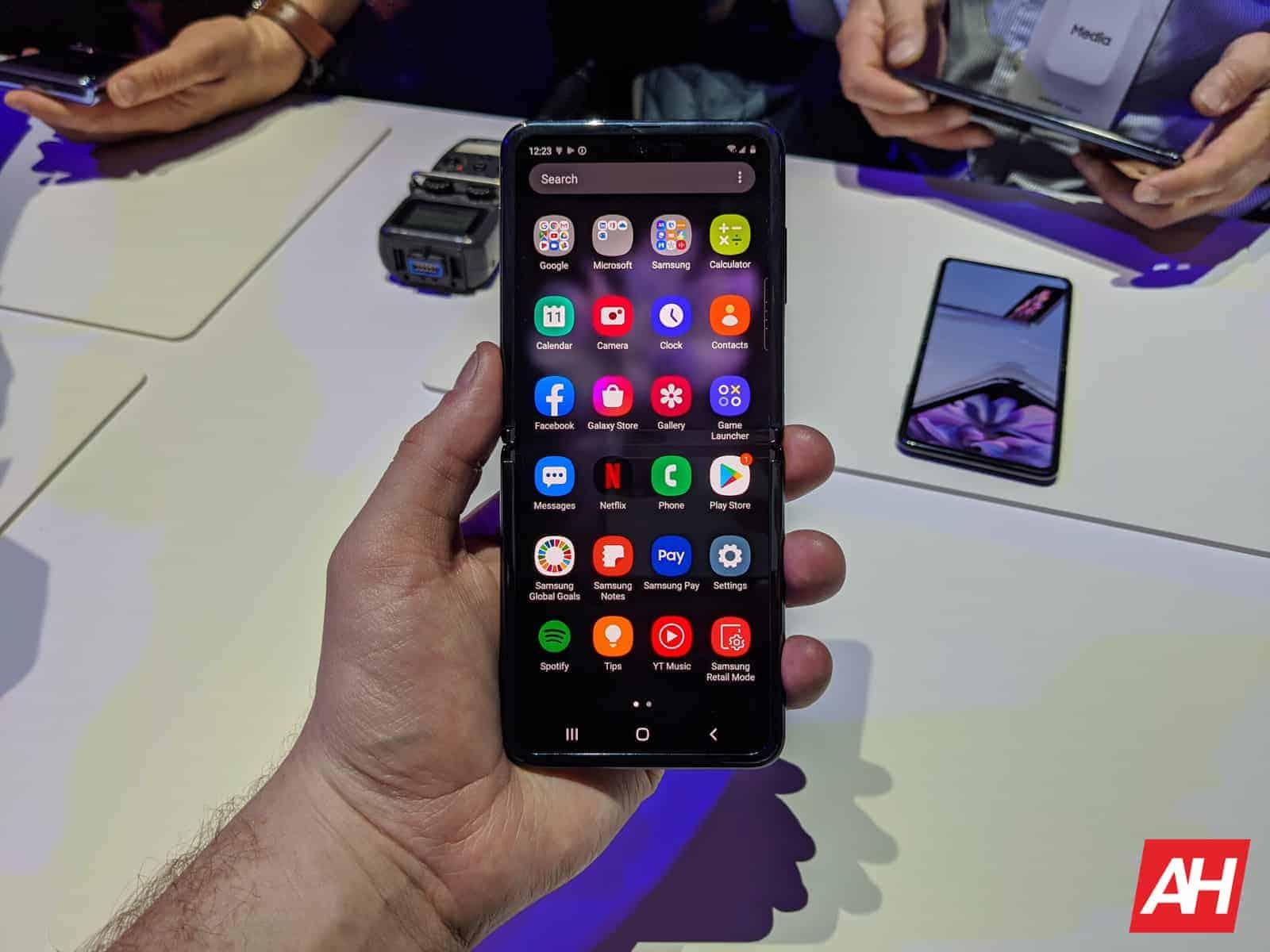 Samsung Galaxy Z Flip Hands On AM AH 17