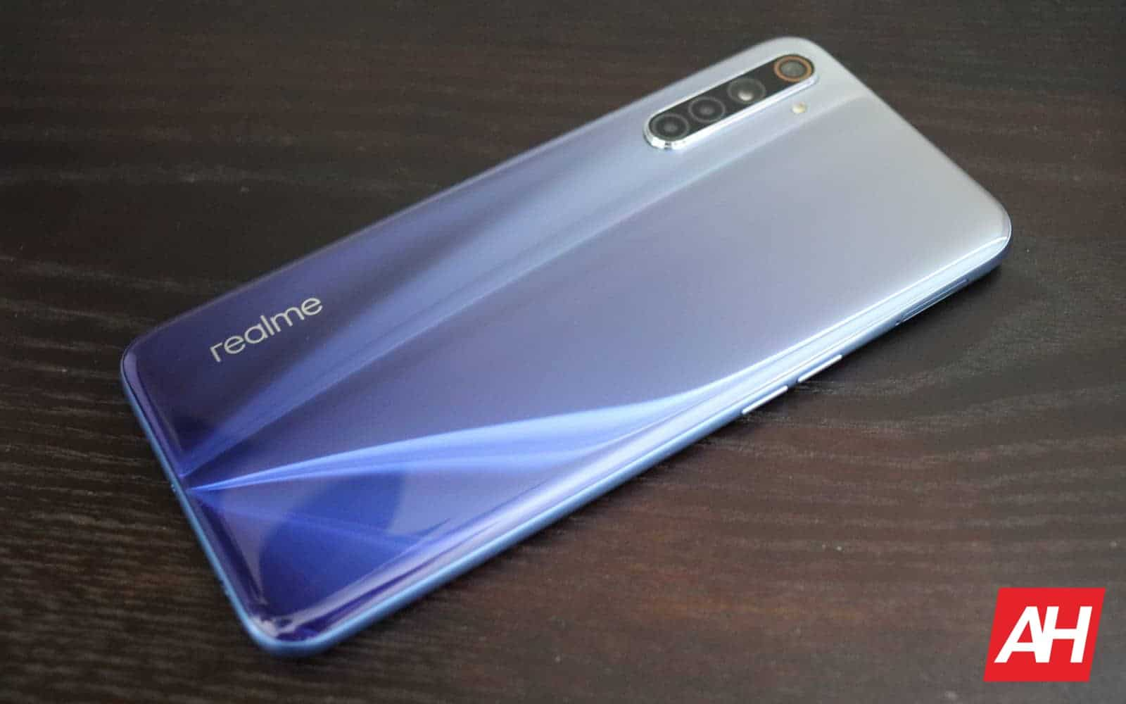 01 1 realme 6 review hardware AH 2020