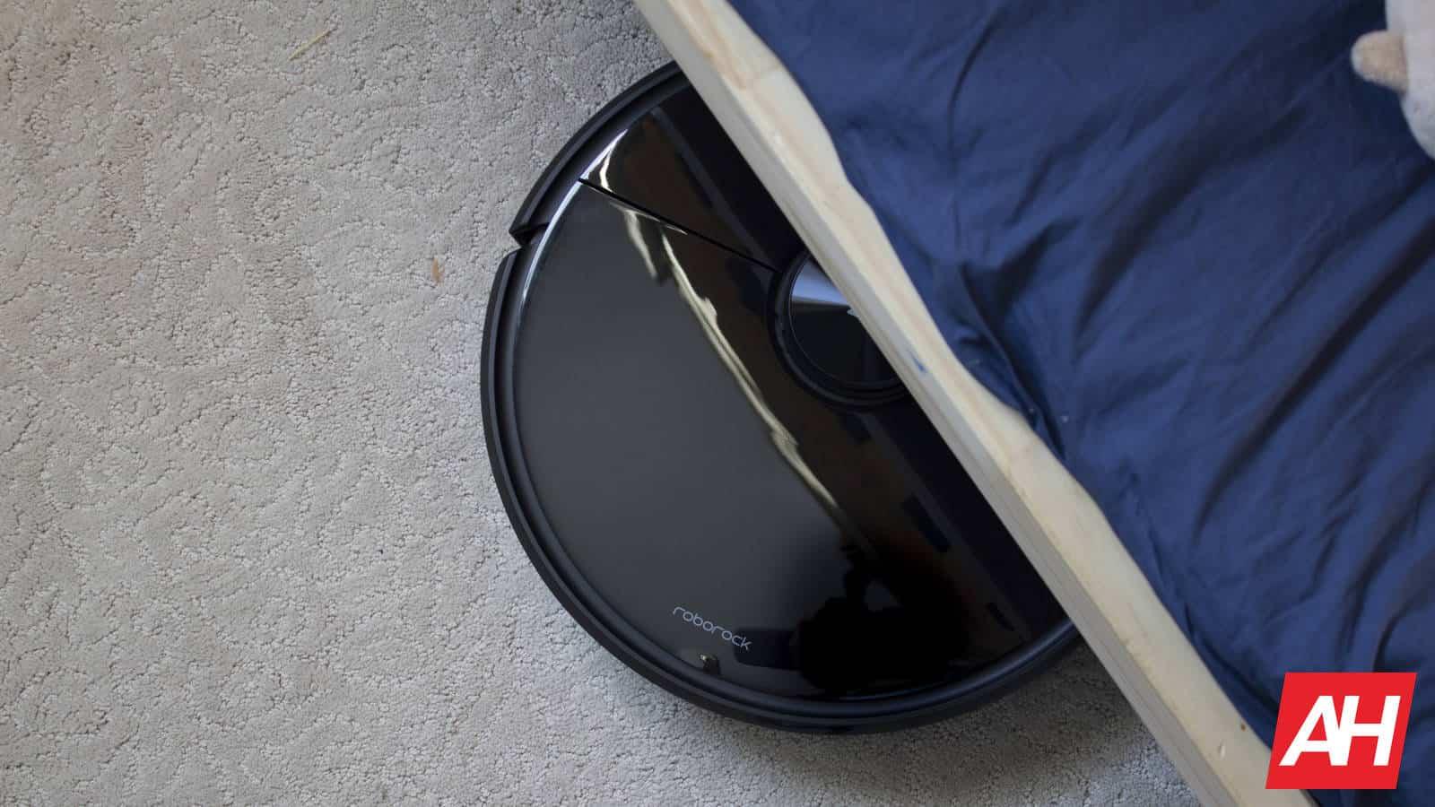 Roborock S6 MaxV under bed