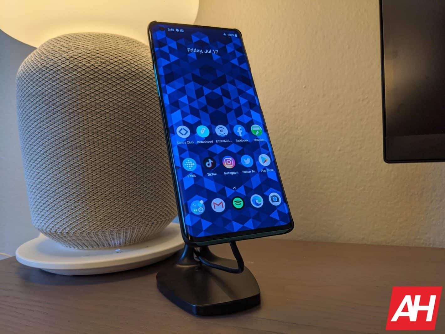 Pitaka wireless charger review AM AH 6