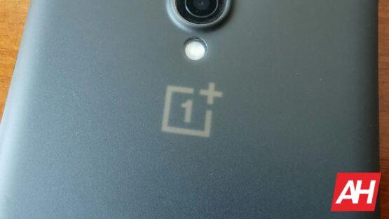 AH OnePlus logo under case