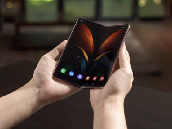 Samsung Galaxy Z Fold 2 AH 11