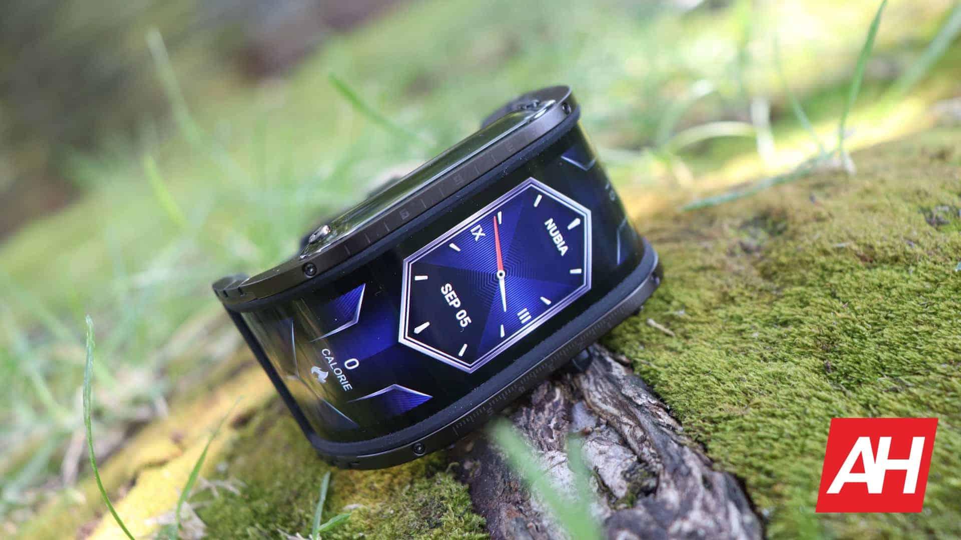 01 0 Nubia Watch Review Hardware DG AH 2020