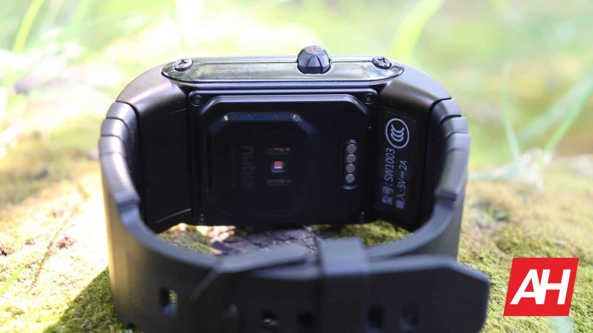 01 7 Nubia Watch Review Hardware DG AH 2020