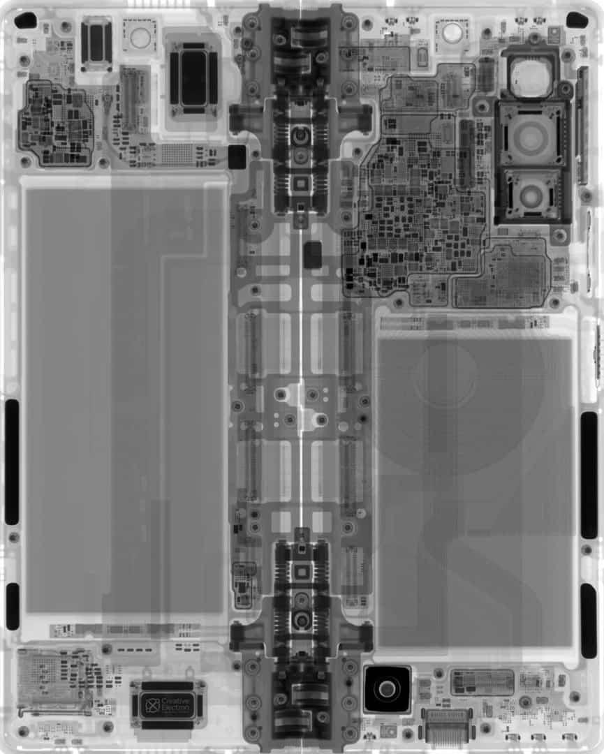 Galaxy Z Fold 2 teardown wallpaper sample 3