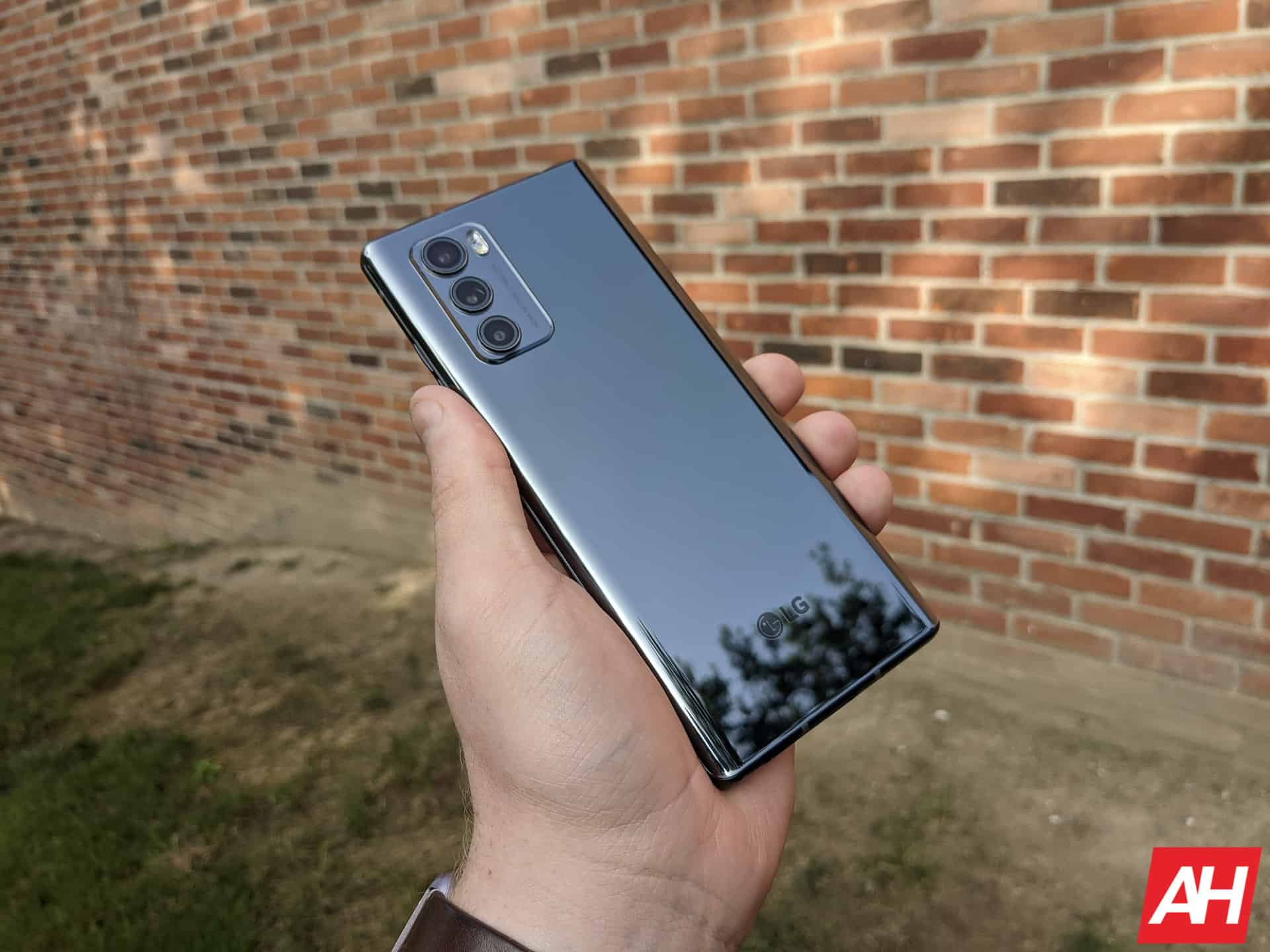 LG Wing Hands On AM AH 2 12