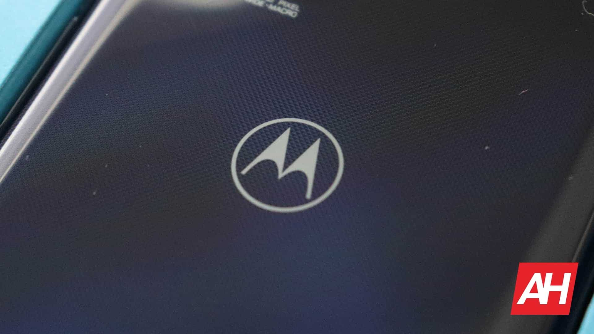 Motorola aims to provide smartphones that charge over the air