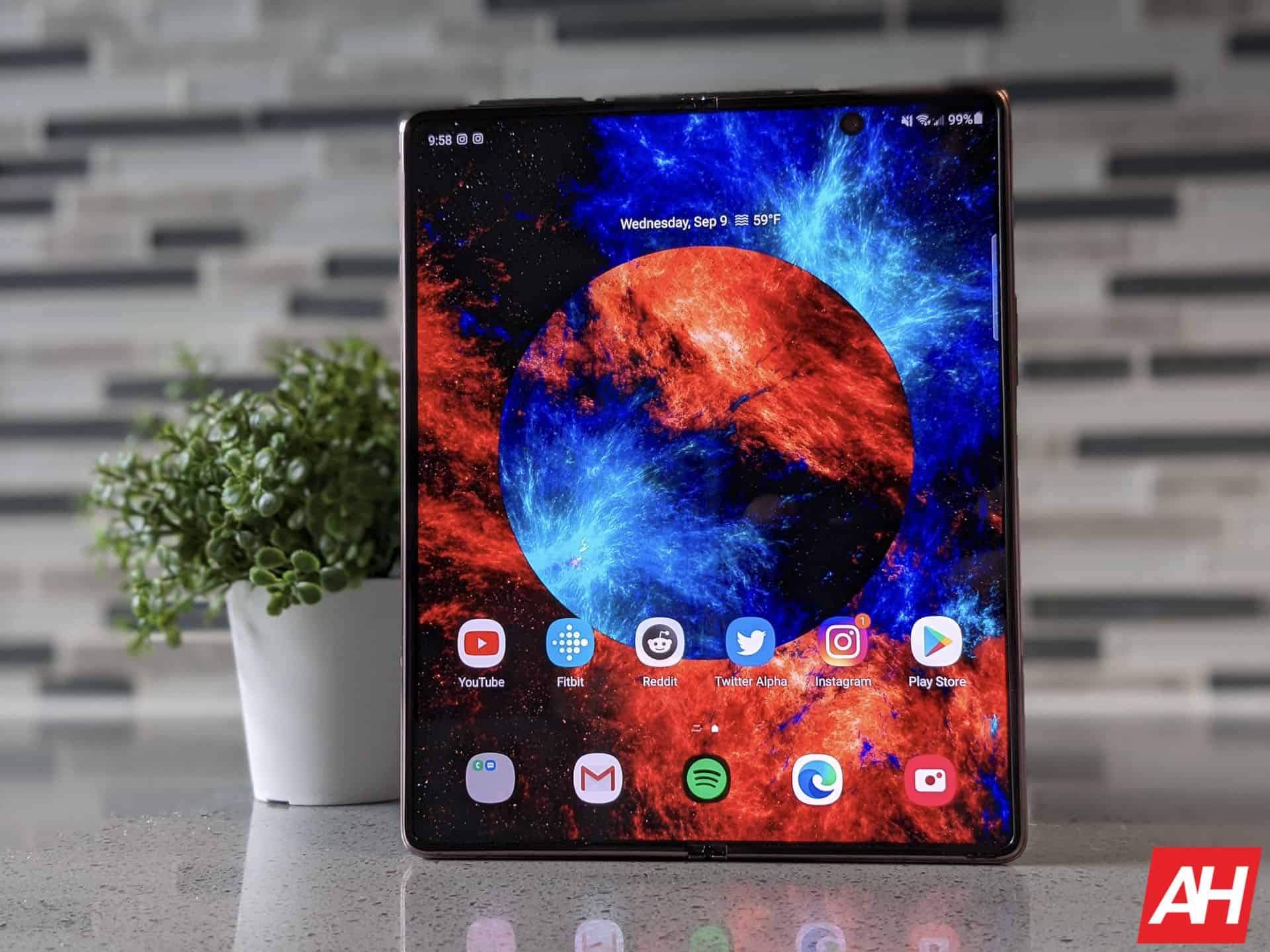 Phone Comparisons: Samsung Galaxy Z Fold 2 vs Xiaomi Mi MIX Fold