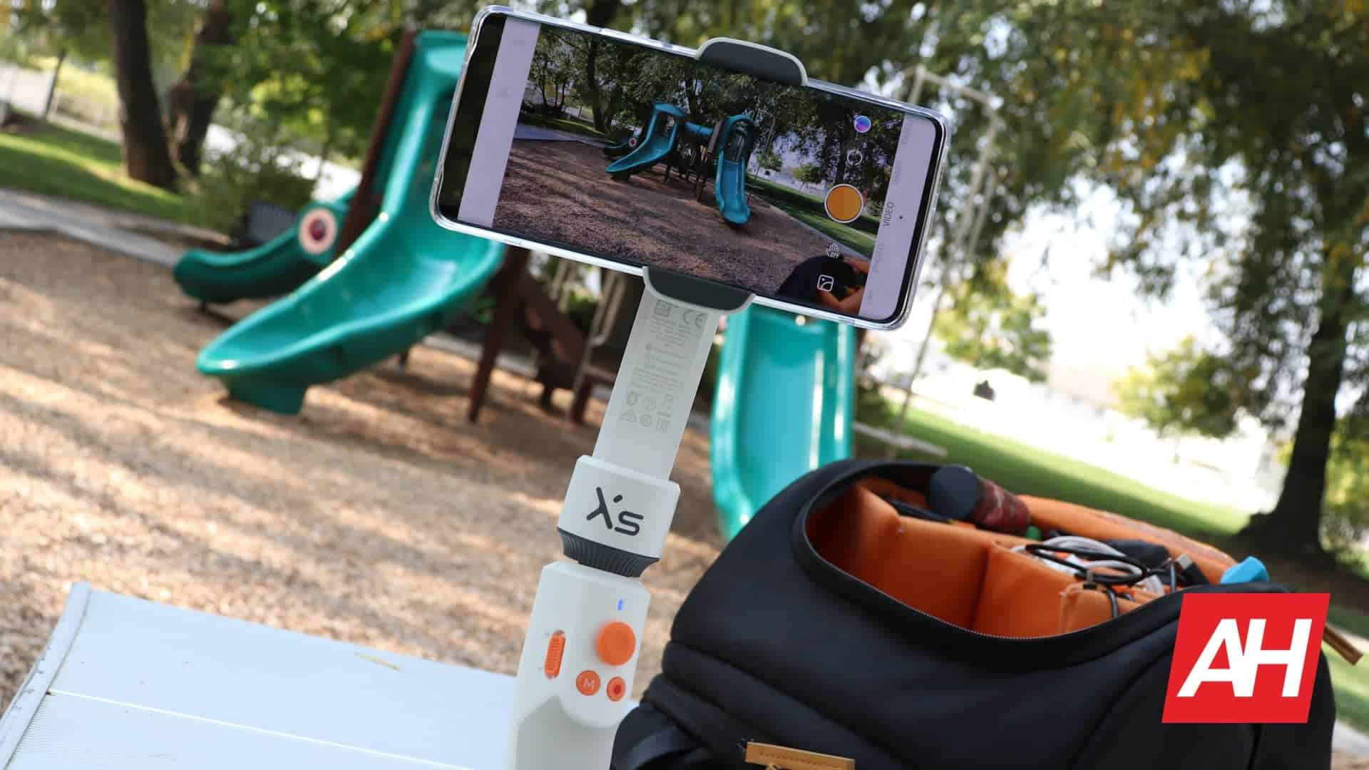 05 Zhiyun Smooth XS review software features connections DG AH 2020