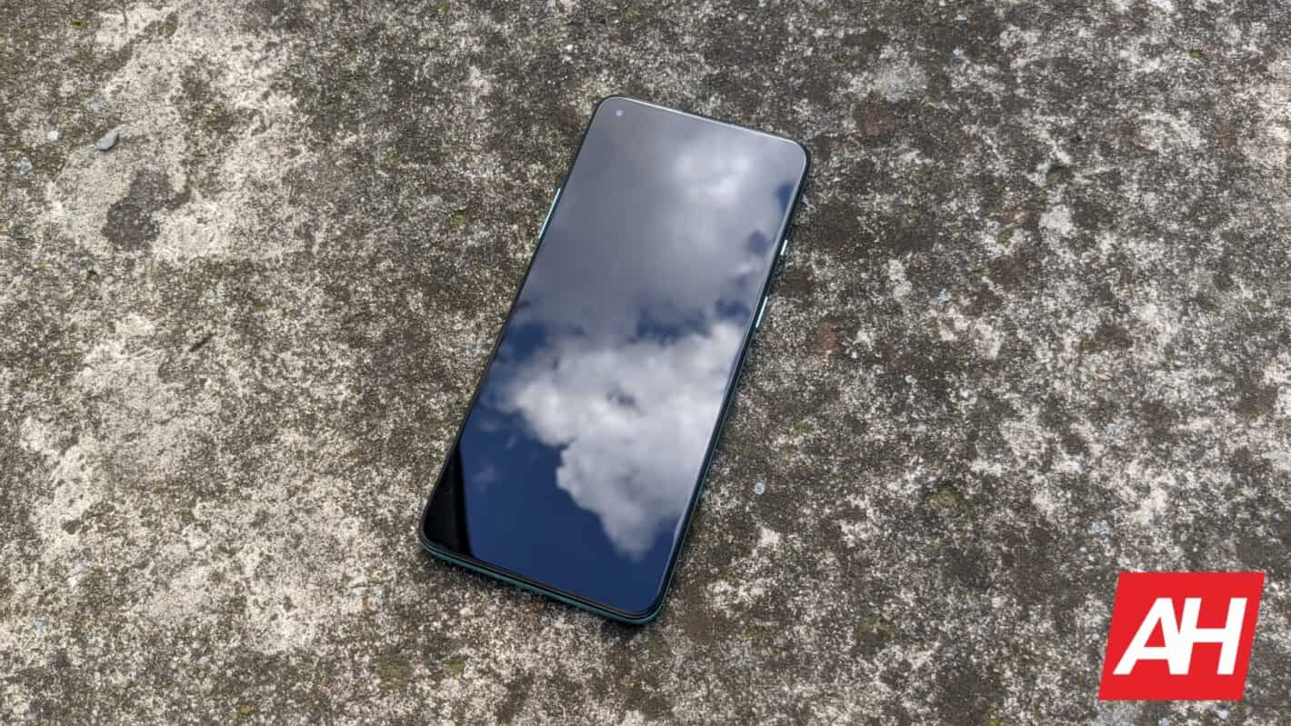 AH OnePlus 8T review charger 3