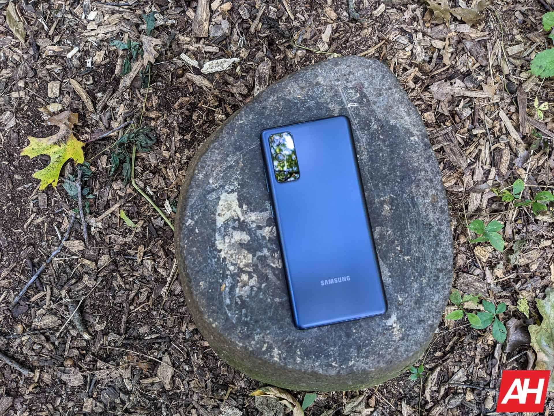 Samsung Galaxy S20 FE Review AM AH 13